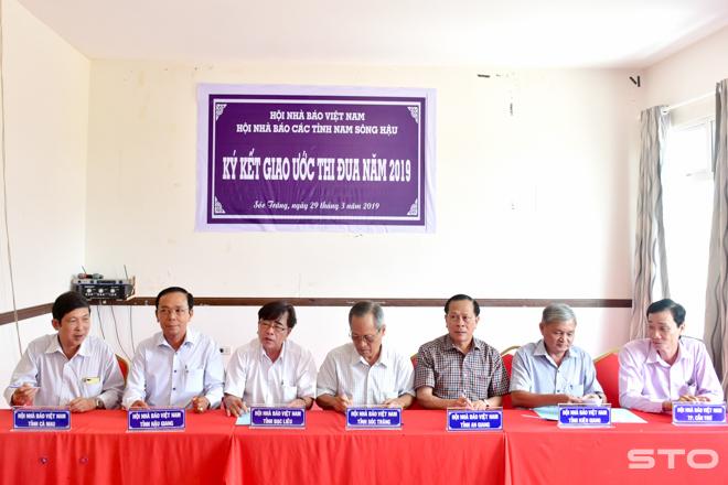 Hội nhà báo các tỉnh, thành Nam Sông Hậu ký kết giao ước thi đua năm 2019