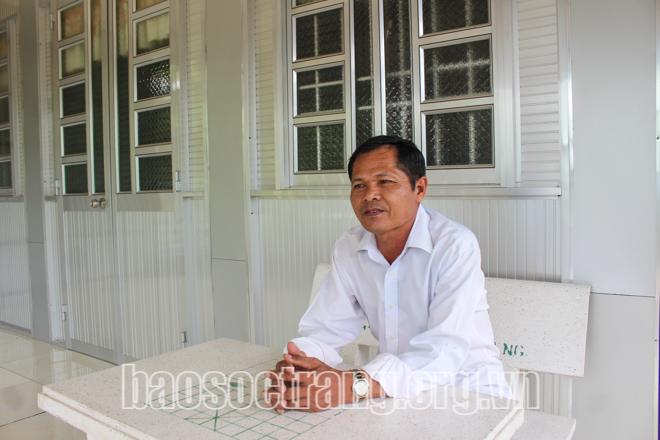 Thầy Dương mong muốn tất cả con em người Khmer đều biết đọc, biết viết ngôn ngữ dân tộc của mình. Ảnh: K.N